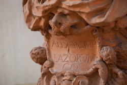 Geschrieben am Terrakottabüste am Eingang der venetischen Villa