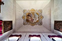 Die verzierte Decke der venetische Villa im roten Zimmer