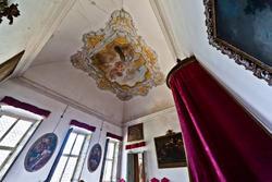 red chamber in venetian villa perez pompei sagramoso
