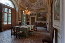 by coming in the dinign room of the Venetian villa