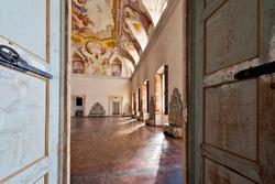 By coming in the hall of the venetian villa
