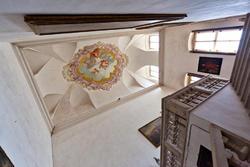 Scala in entrata della villa veneta con soffitto affrescato