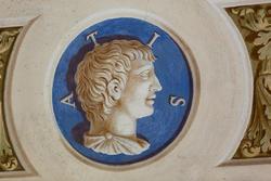 decorazione con scritta in latino su parete di villa veneta a verona