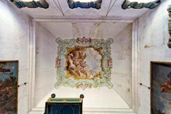 Il soffitto decorato della camera del vescovo in villa veneta Sagramoso